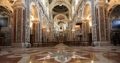 interior-chiesa-del-gesu-nuovo